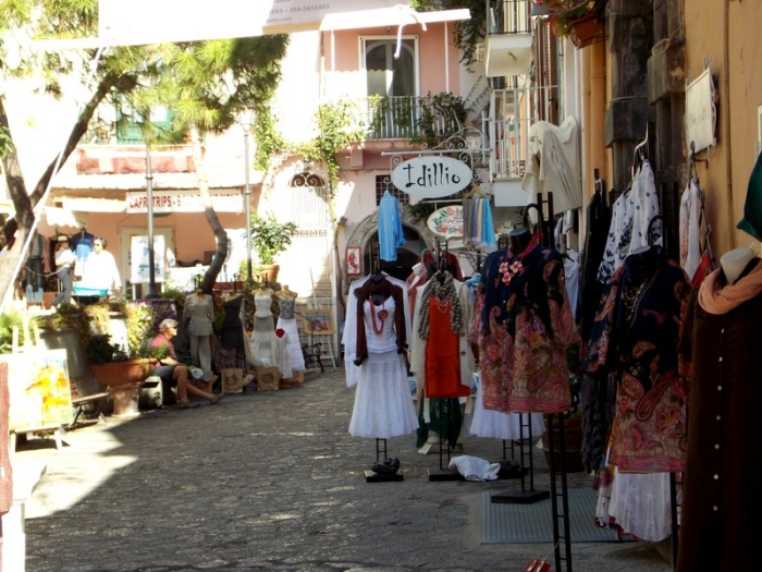 Street shopping in Positano