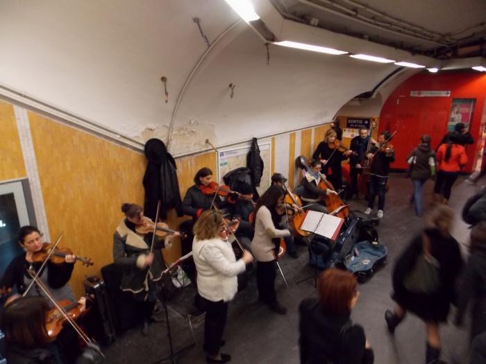 Paris Metro playing Beethoven's 9th