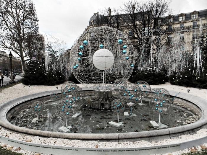 Winter decorations along the Champs-Élysées