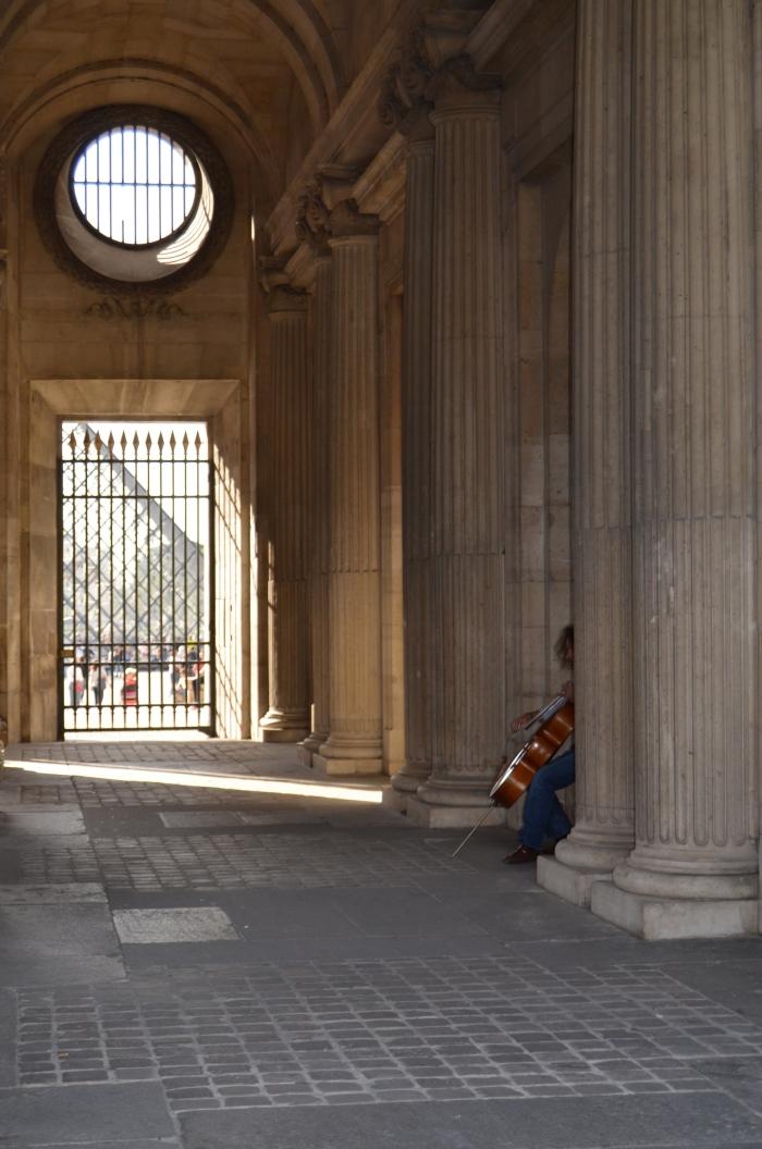 Musician at the Musée du Louvre